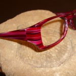Plastová brýlová obruba s nadčasovým tvarem a nádherným barevným provedením